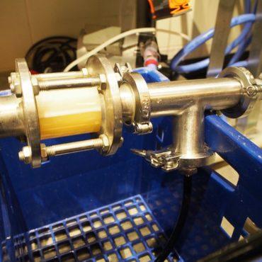 冷却した麦汁に酸素を溶かし込んで、酵母の増殖を促します